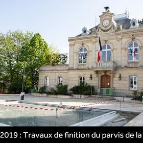 Travaux de finition du parvis de la mairie en avril 2019