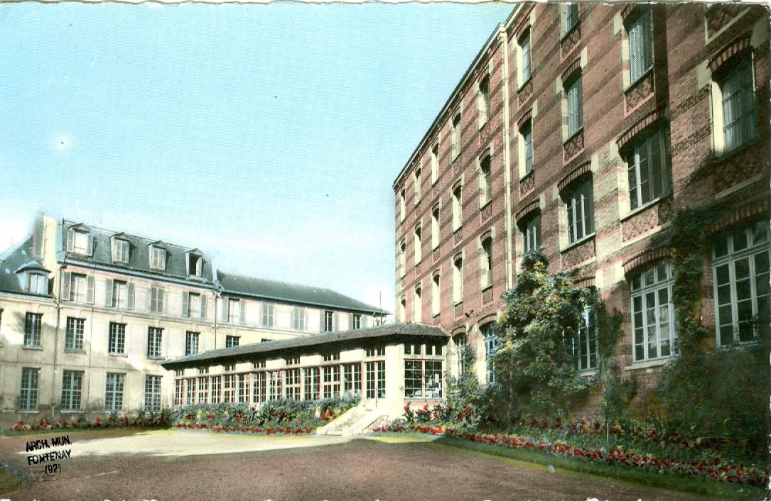 Le pavillon Devin, à gauche, surélevé par Charles Le Coeur avant 1914, sera détruit vers 1964. AM FaR