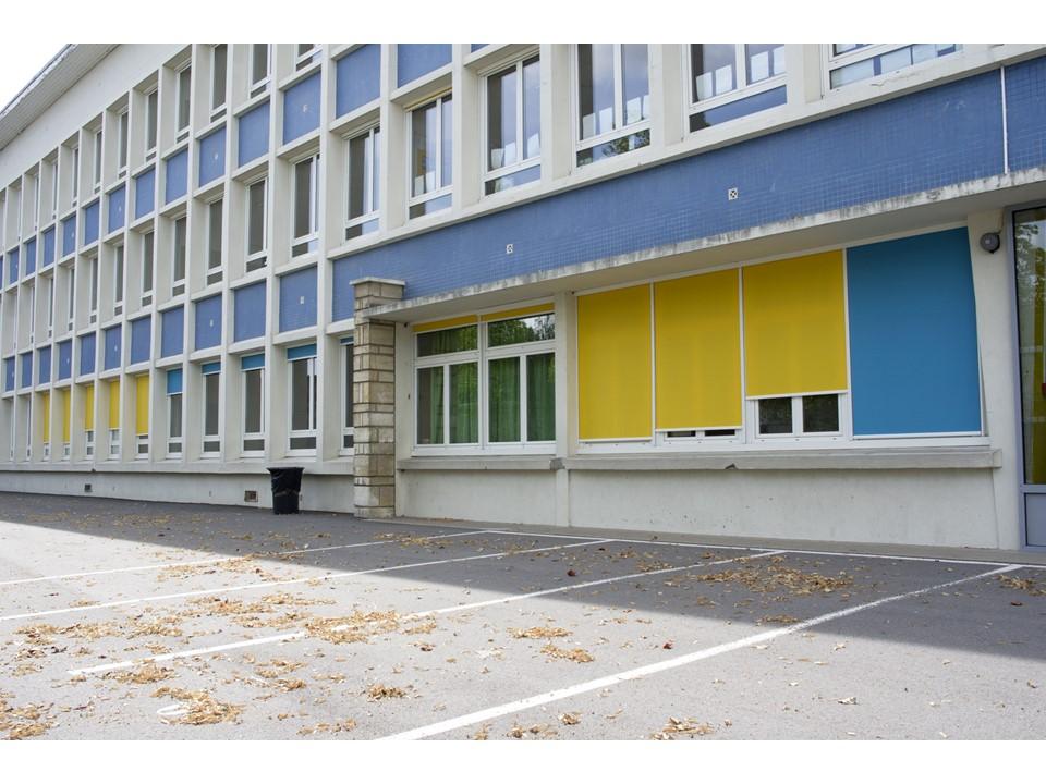 Changement des fenêtres et pose de stores à l'école maternelle La Roue